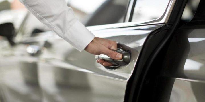 Вскрытие двери автомобиля в Москве без ключа