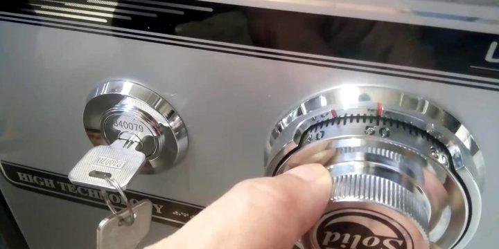 Открыть кодовый сейф в Москве без ключа